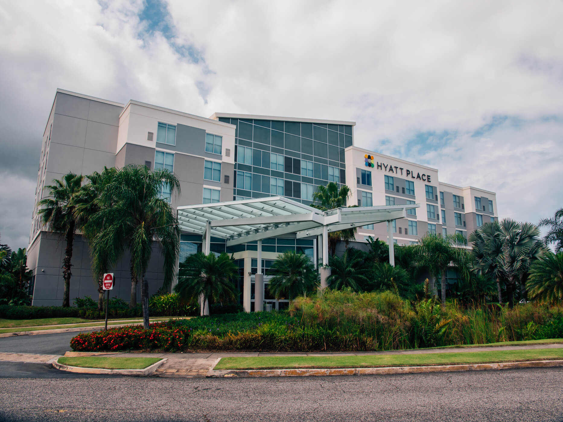Exterior view of the Hyatt Place Hotel and Casino in Manatí.