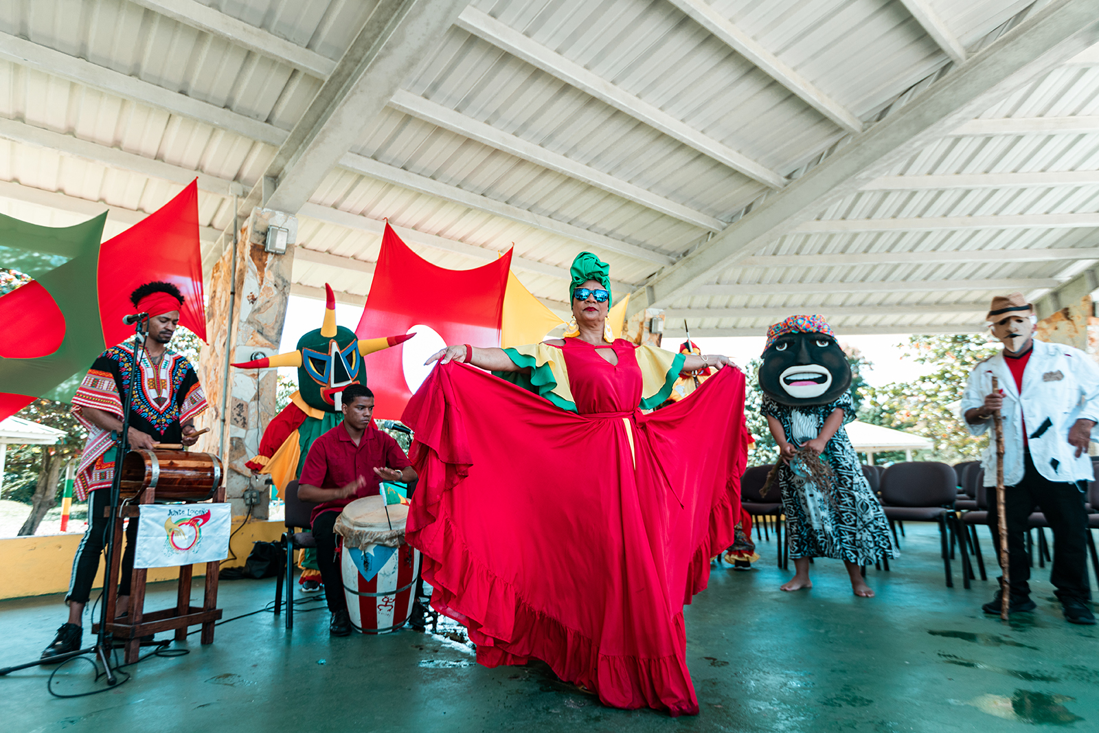 A private bomba show for a group with vegigantes and cabezudos while visiting the town of Loíza.