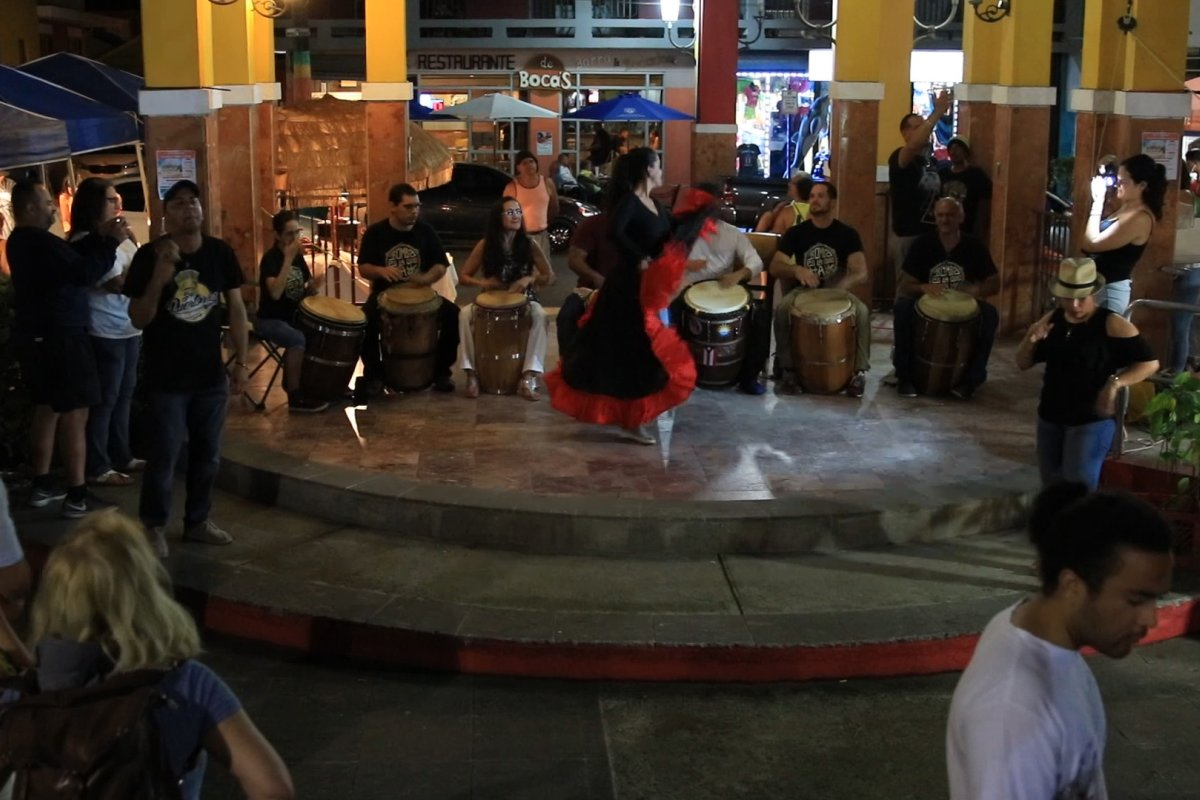Performers play music, dance and sing at Rincon's art walk.