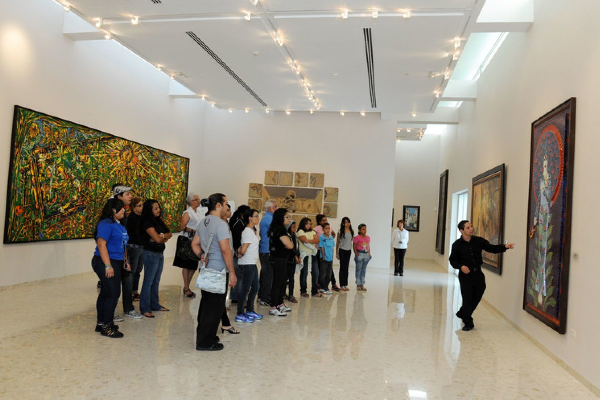 A tour guide leads a group at an art museum in Bayamon.