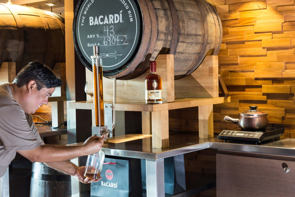 A man bottling his own Bacardí from a barrel