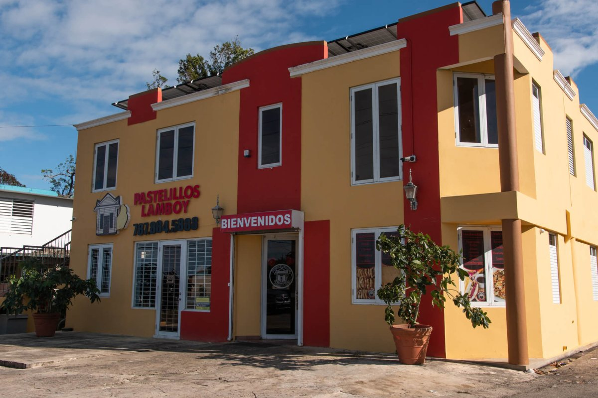Exterior view of Pastelillos Lamboy in Manatí