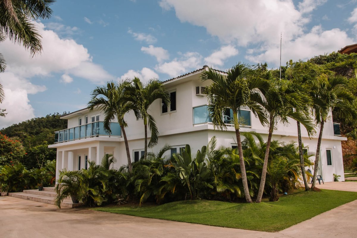 Exterior view of Manati World Point Inn.