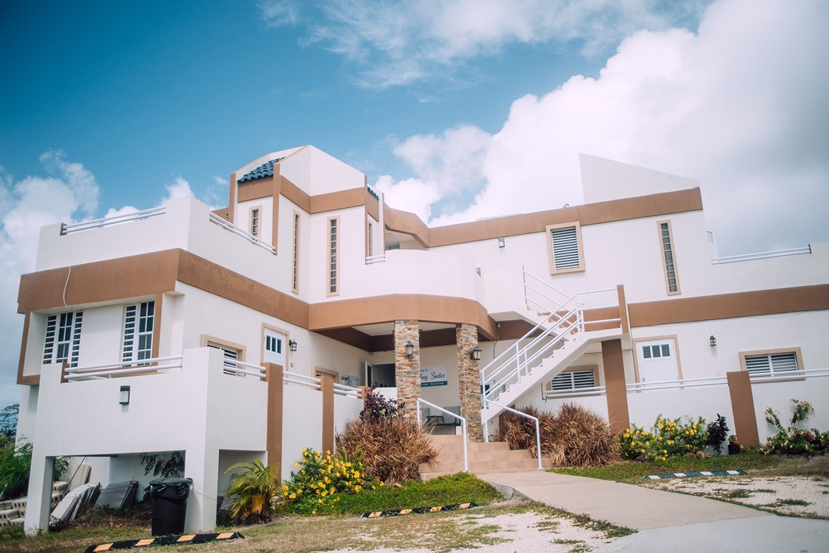 Outside view of Hillbay View Suites in Culebra.