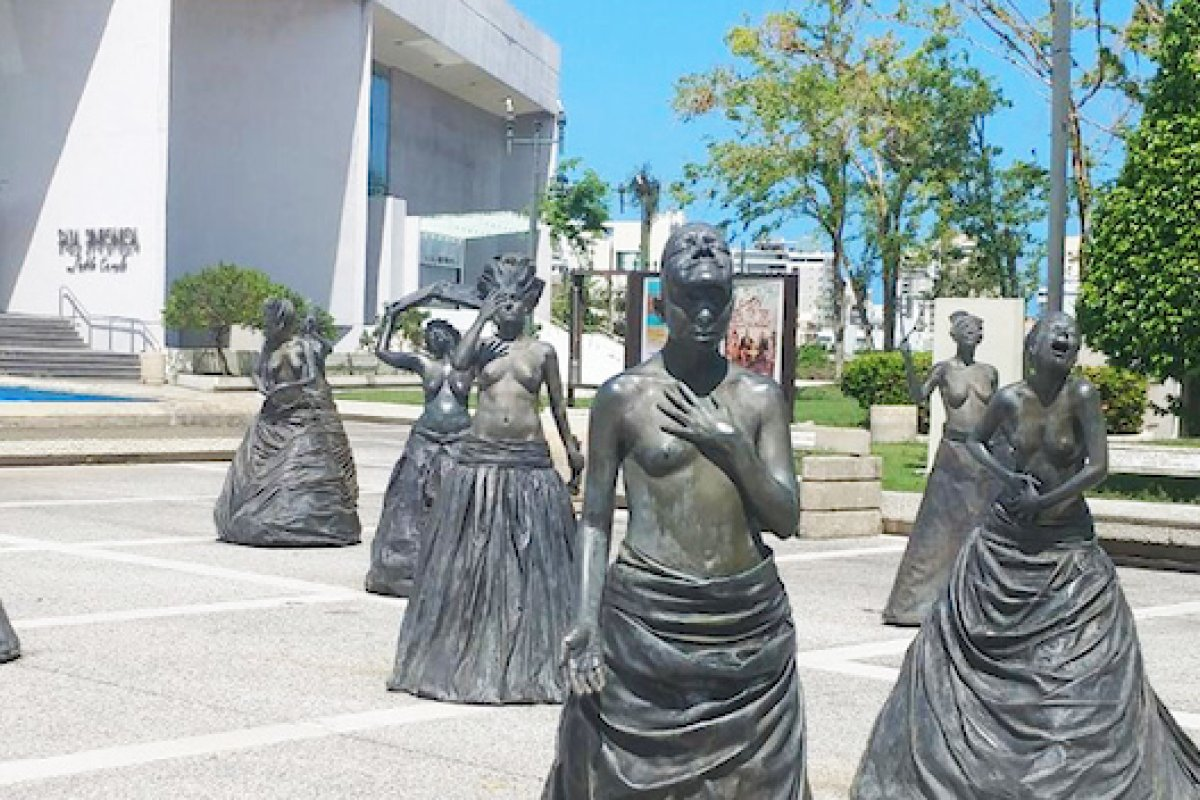 Las Musas sculptures.