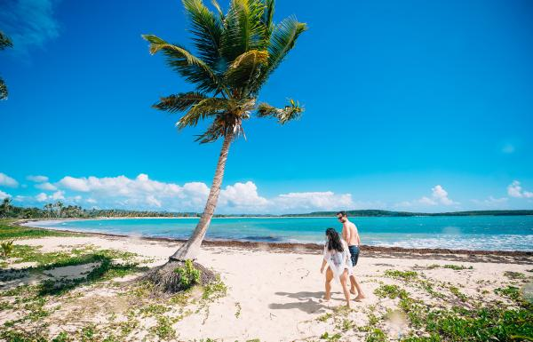 A couple strolling through the stunning Esperanza beach in Vieques.