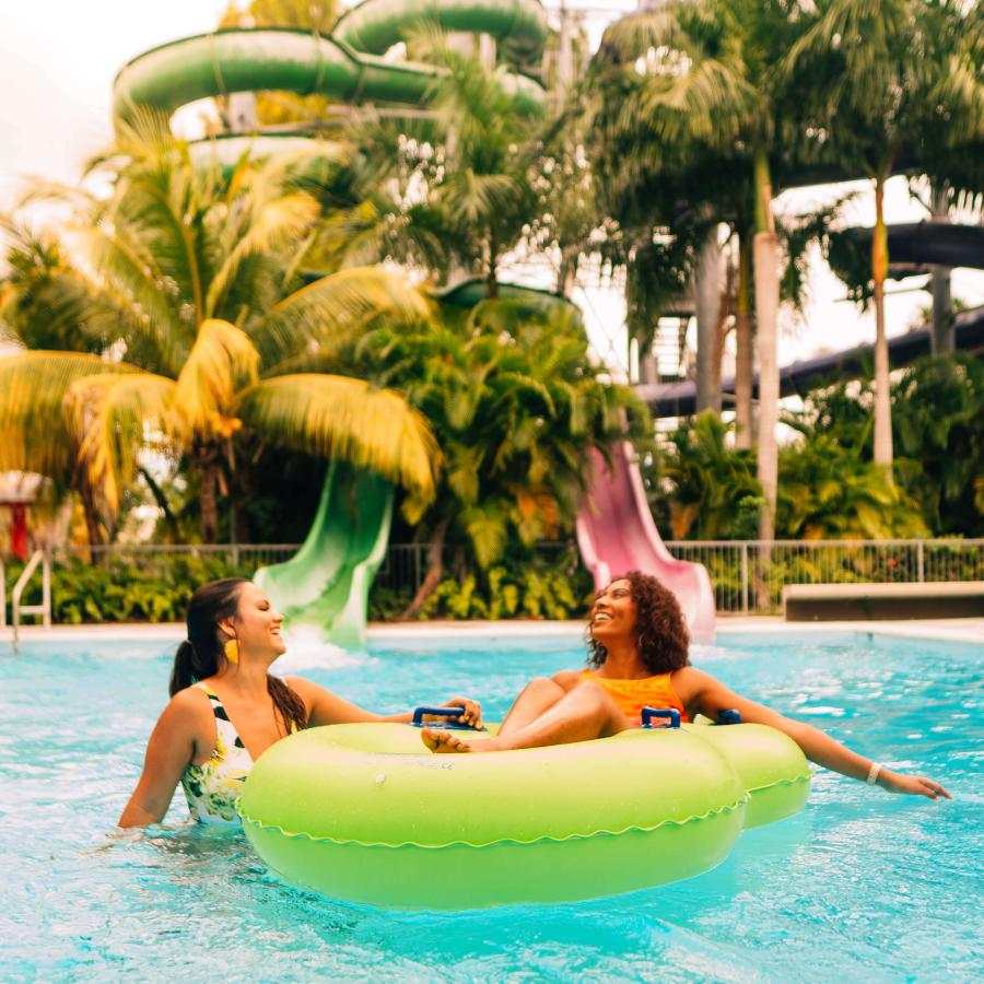 Spend the day playing in the family-friendly Olímpico water park.