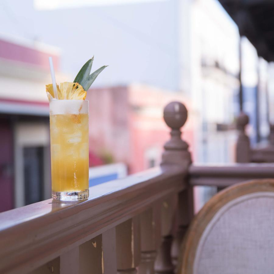 a tropical drink on the terrace of the mezzanine.